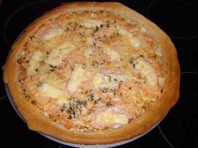 pizza la cr me et saumon fum les recettes de la cuisine de asmaa. Black Bedroom Furniture Sets. Home Design Ideas