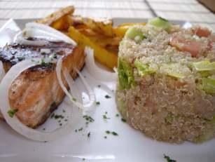 imgp4714 Saumon grillé et salade Quinoa