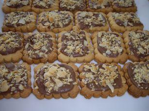 imgp5111 Sablés à la confiture de fraise & petits biscuits chocolat amandes