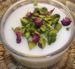 imgp6377 300x274 Crème de lait à la rose Flan libanais Mouhalabia