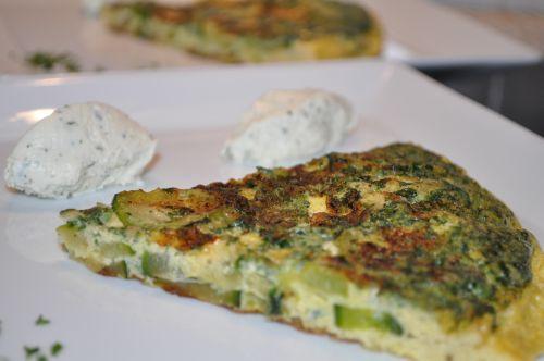 22 Omelette à la courgette et aux fines herbes