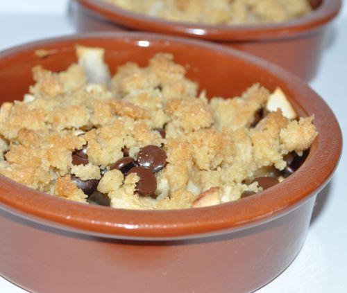 crumble pommes poires chocolat les recettes de la cuisine de asmaa. Black Bedroom Furniture Sets. Home Design Ideas