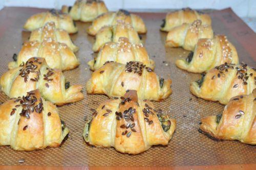 DSC 0124 Croissants au pesto dépinards et chèvre frais