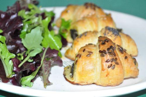 DSC 0142 Croissants au pesto dépinards et chèvre frais