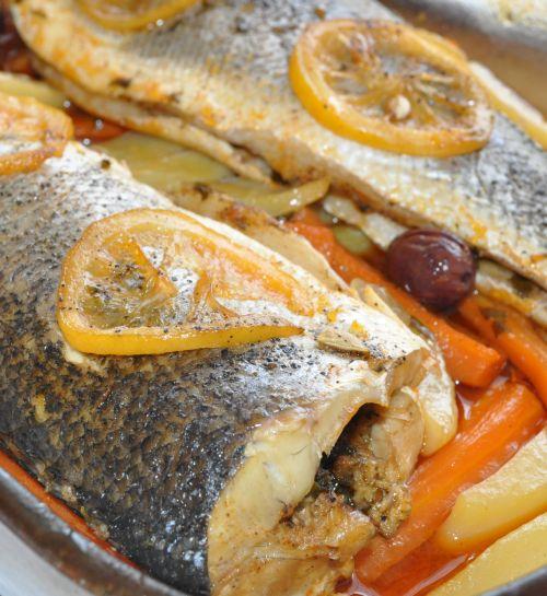 Bar au four les recettes de la cuisine de asmaa - Recette saumon au four avec pomme de terre ...