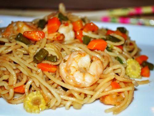 15 Nouilles sautées aux légumes et crevettes