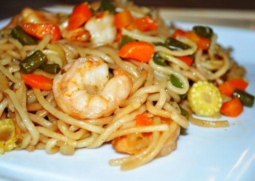 22 Nouilles sautées aux légumes et crevettes