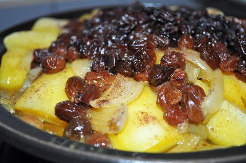 DSC 00591 Tajine aux oignons et raisins secs