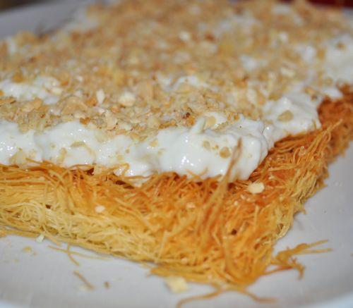 crème a la fleur doranger Konafa à la crème et aux Amandes