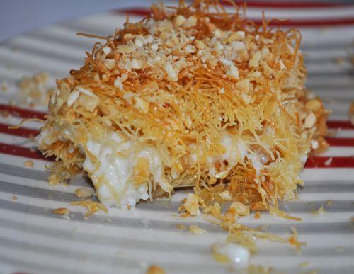 dessert libanais Konafa à la crème et aux Amandes